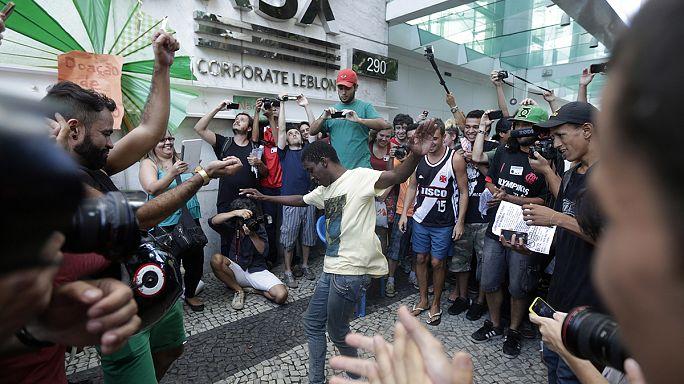 """""""Rolezinho"""": Revolta social ocupa 'shoppings' brasileiros"""