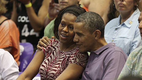 Michelle Obama kosárlabda-sztárokkal rágcsált almát