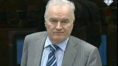Ex-Yougoslavie: Mladic refuse de témoigner au procès de Karadzic