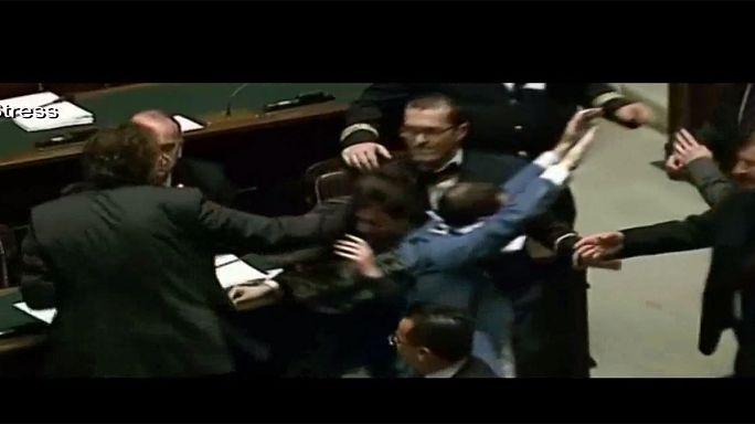Megvertek egy képviselőnőt az olasz parlamentben