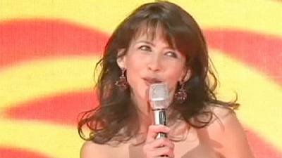 Sophie Marceau sings on China's New Year TV gala – nocomment