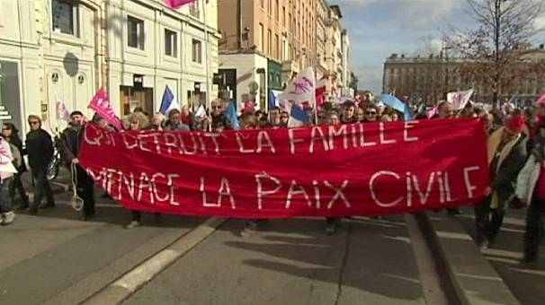 France: Thousands protest against government-led gay-friendly reforms