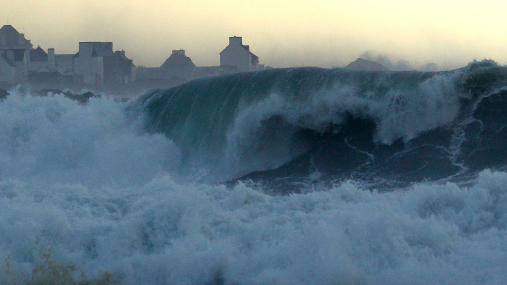 [Watch] Spectacular waves crash on European Atlantic coast after stormy weekend