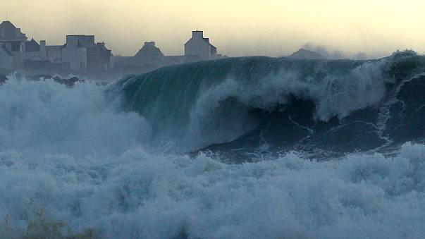 [Watch] Spectacular waves crash on European Atlantic coast after stormy weekend