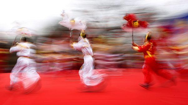 Chine : controverse autour d'un numéro de danse-marathon au gala télévisé du Nouvel an