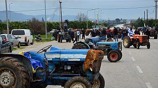 «Ζεσταίνουν» μηχανές οι αγρότες