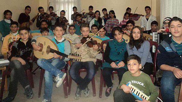 Siria: orquesta Jafraa, música para amortiguar el sonido de las bombas