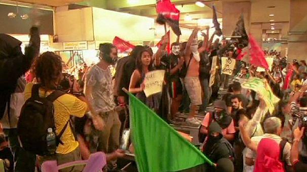 Confrontos no Rio de Janeiro durante manifestação contra o aumento do preço dos transportes