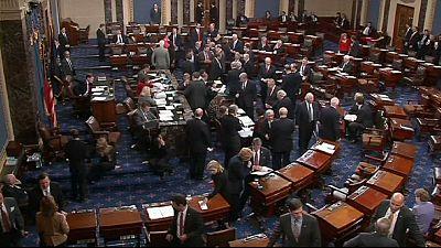 Obama recebe ajuda de 28 Republicanos e evita bancarrota