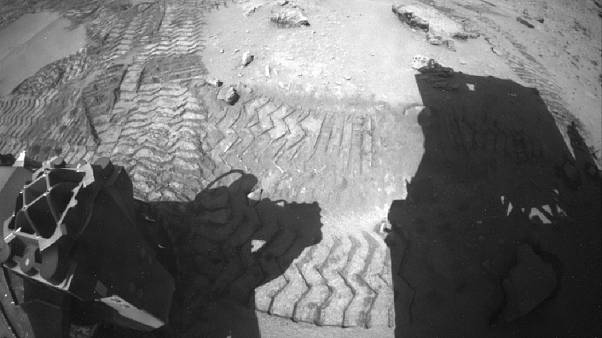 Watch: NASA's Curiosity drives on after crossing Martian dune