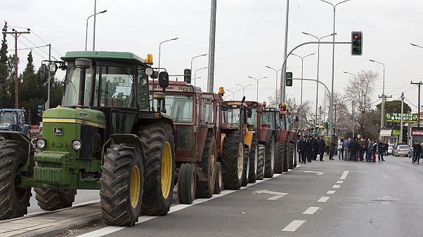 Στα μπλόκα αποφασίζουν οι αγρότες