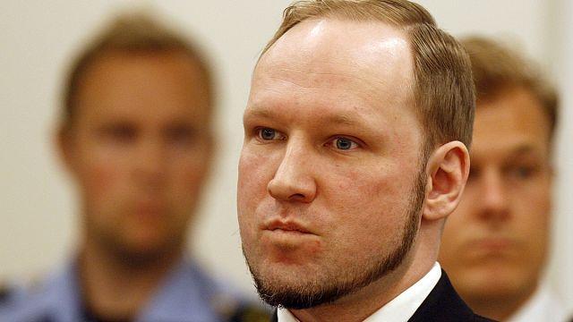 """Breivik menace d'une grève de la faim pour faire cesser la """"torture"""""""