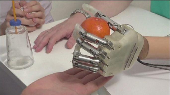 Une prothèse de la main très tactile