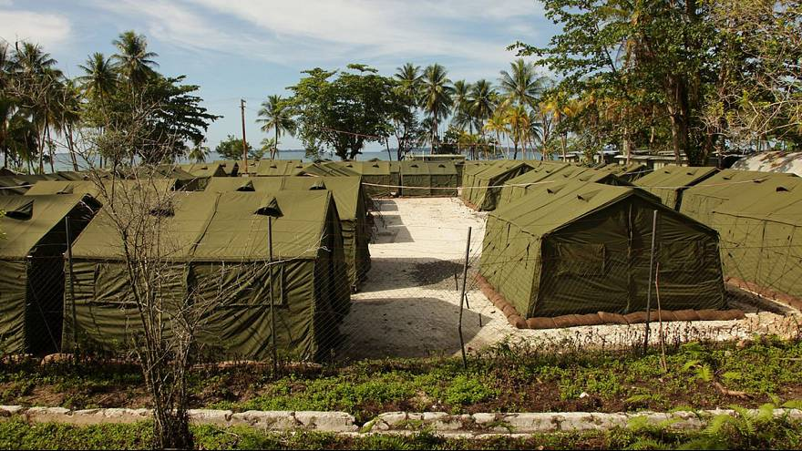 One dead, many hurt as asylum seekers riot at PNG detention camp