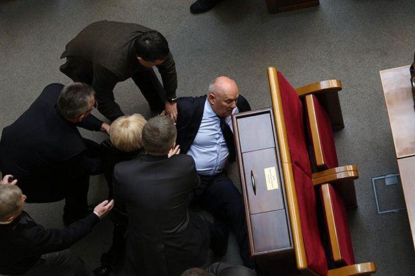 ukraine - Page 2 606x404_02-ukraine-parliament-fight