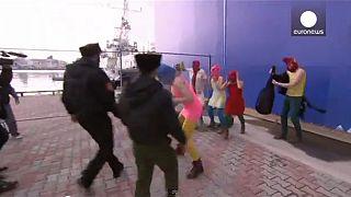 Des Pussy Riot fouettées par les services de sécurité à Sotchi
