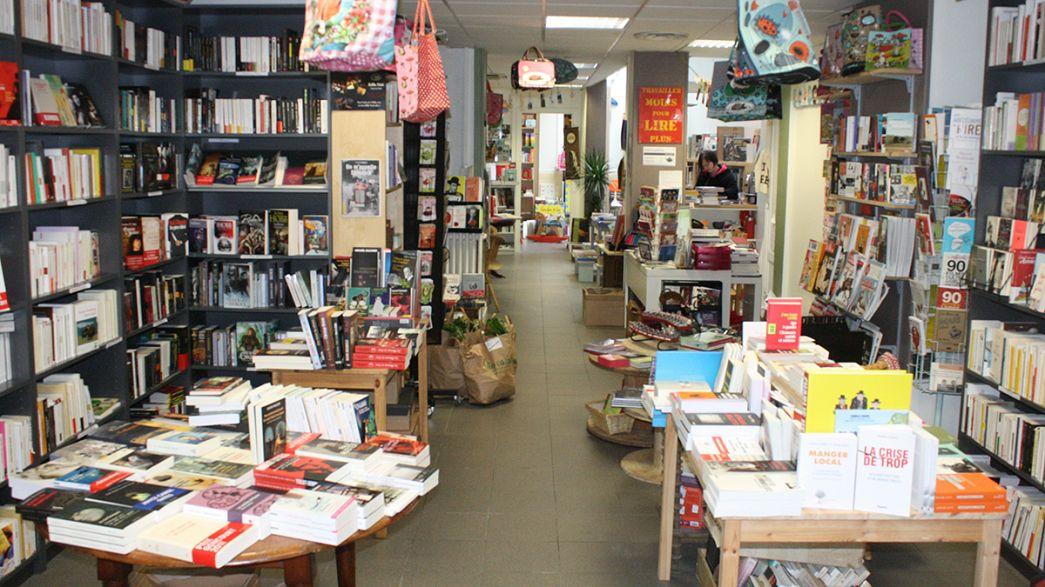 """""""Tous à poil !"""" : des libraires posent nus pour défendre le livre"""
