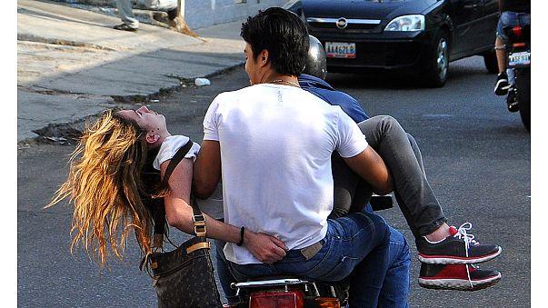 Venezuela: a tüntetésen lőtték fejbe a szépségkirálynőt