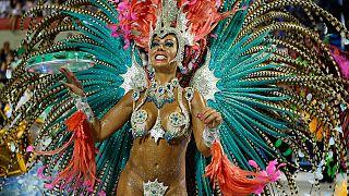 Természetes mellű táncosnők a riói karneválon- évek óta először