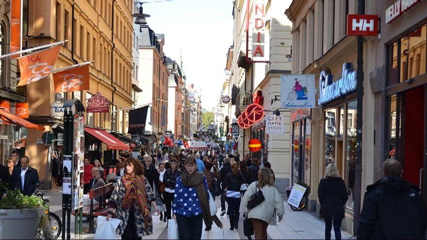 Dühös munkanélküliekből álló tömeget kellett oszlatnia a svéd rendőrségnek