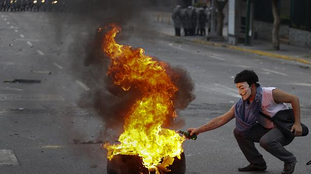 Venezuela protests persist as carnival gets underway