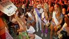 Rio'da karnaval tadında protesto
