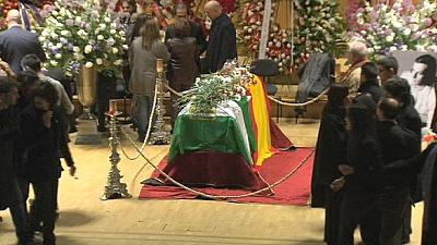 Body of Paco de Lucia flown to Madrid where mourners pay tribute