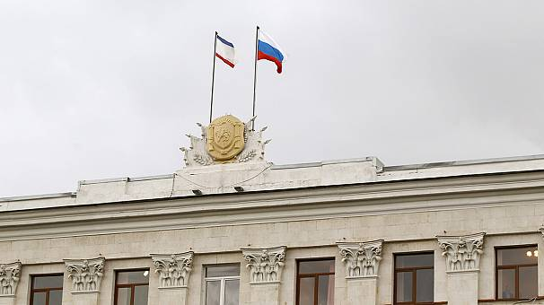 Crimean MPs vote to become part of Russia