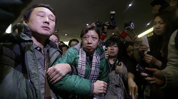 Avião com mais de 200 pessoas a bordo continua por localizar