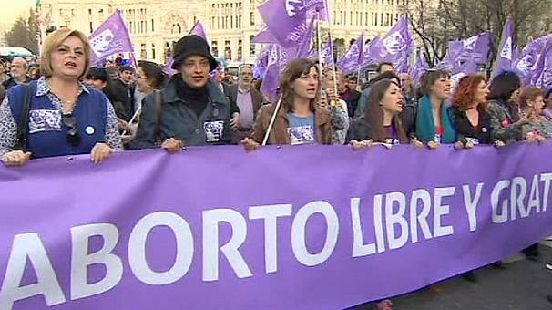 Spain: Thousands protest against tougher abortion laws