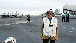 Буш-авианосец заправляет самолеты... и пилотов