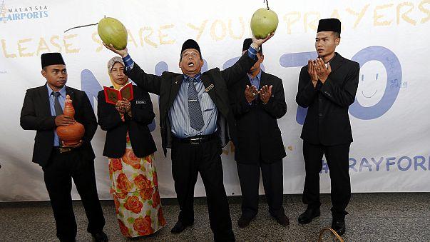 طقوس و شعوذة لإعادة الطّائرة الماليزيّة المفقودة