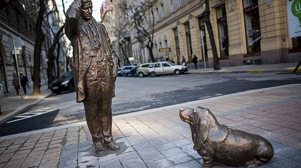 Budapest statue to Columbo honours actor Peter Falk
