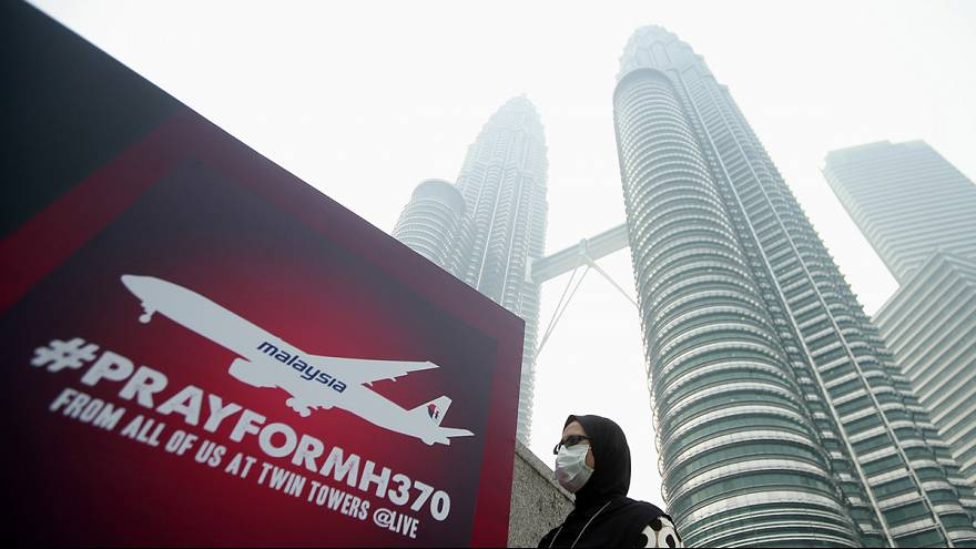 Hunt for missing Malaysian flight MH370 widens