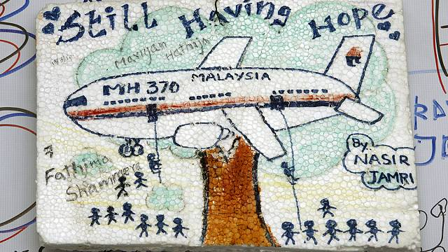 MH370: Investigators try to recover deleted data from pilot's flight simulator