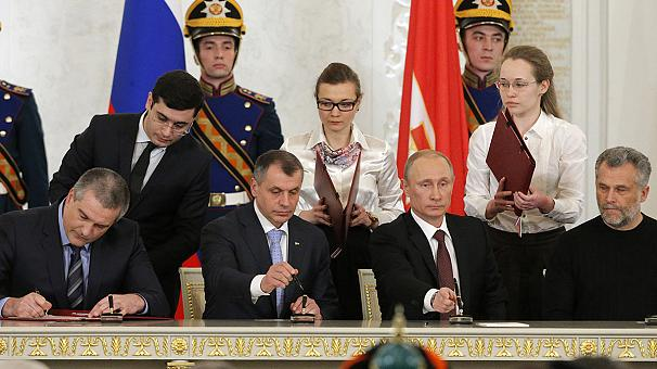 Vladimir Putin signs treaty to incorporate Crimea into Russian federation