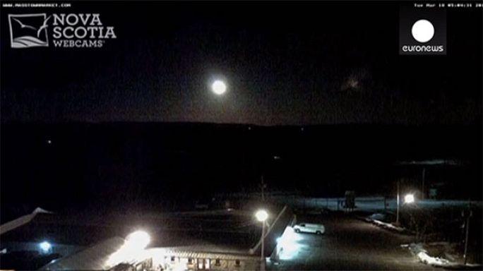 В Канаде камеры наблюдения засняли метеорит