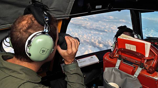 Újabb lehetséges roncsok - fokozták a nemzetközi kutatást a maláj repülőgép után