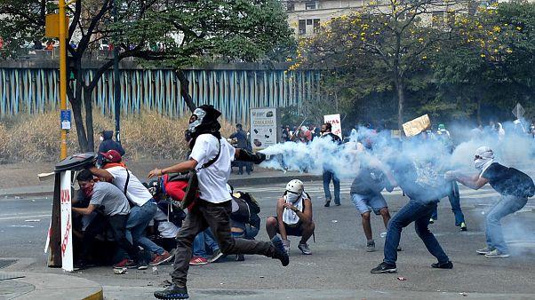 Βενεζουέλα: Μία έγκυος και ένας στρατιώτης τα νέα θύματα των διαδηλώσεων