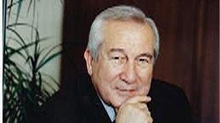 وفاة الصحافي الكبير ياسر هواري