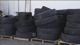 Wasserstrahl schreddert Reifen mit Hochdruck