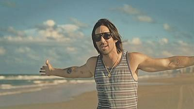 From Florida with love Jake Owen hits the road