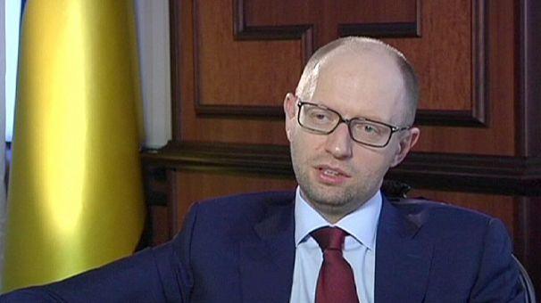 Ukraine PM Yatsenyuk says Putin wants to rebuild USSR