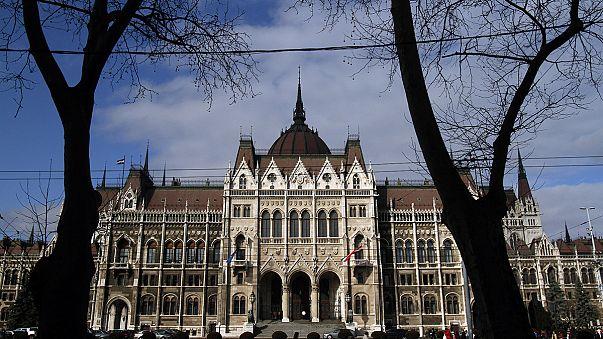 اليمين الأوفر حظاً في انتخابات المجر