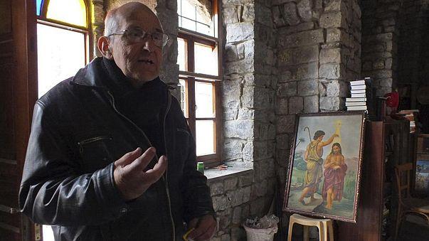 مقتل الكاهن الهولندي فرانز فان در لوغت برصاص مسلح في مدينة حمص المحاصرة