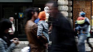 Ελλάδα: 500 ευρώ το επίδομα αλληλεγγύης - Ποιοι θα το πάρουν