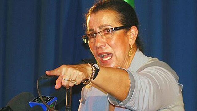 """لويزة حنون صاحبة """"الايدي النظيفة"""" المرشحة الى الانتخابات الرئاسية في الجزائر"""