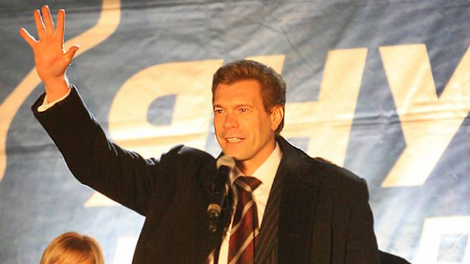 Ukraine pro-Russia presidential candidate Oleg Tsarev beaten by angry mob