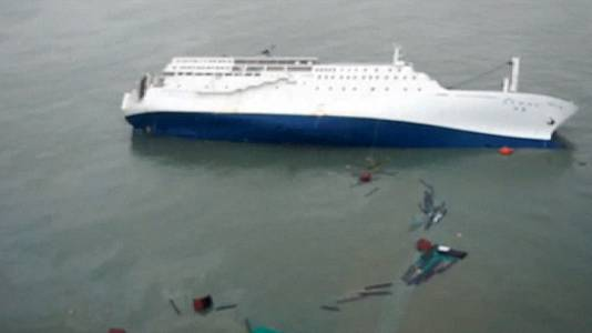 'Hundreds missing': South Korea ferry disaster worse than first thought