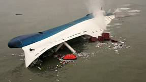 Desperate search for missing South Korea ferry passengers continues